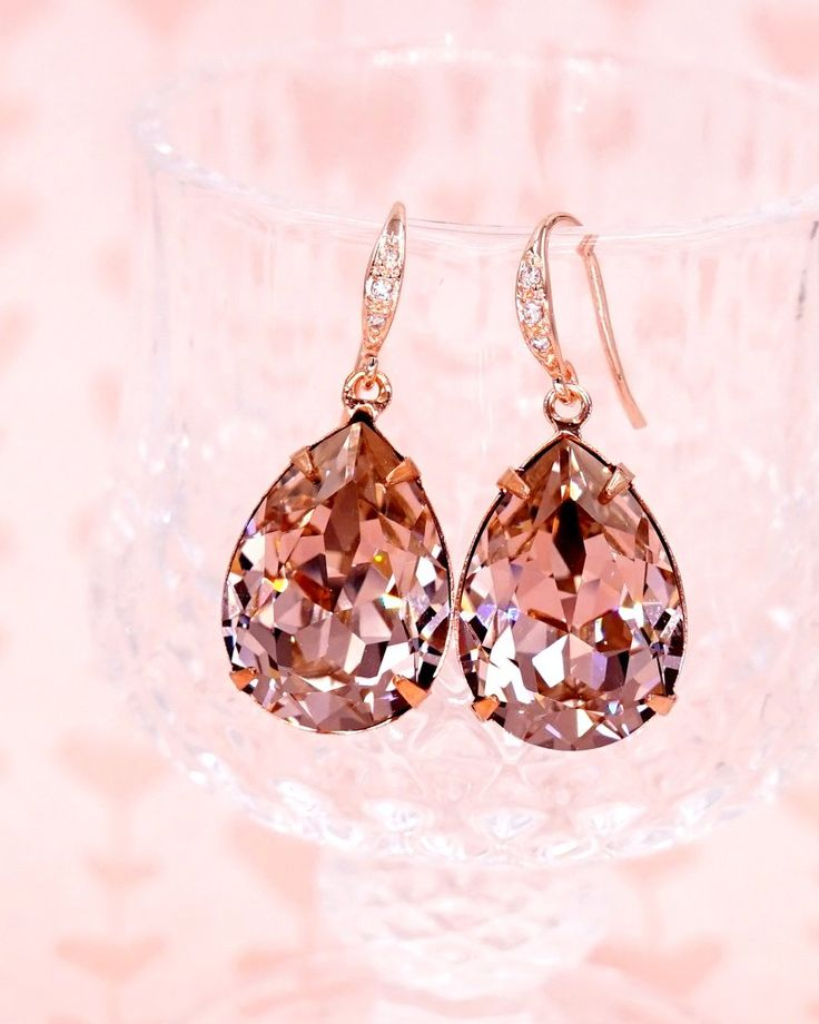 Vintage Rose Crystal Teardrop Earrings in Rose Gold, Simple Bridesmaid Earrings, Gifts for her, Bridal wedding jewelry gifts, Bride, Sawrovski crystal, www.glitzandlove.com
