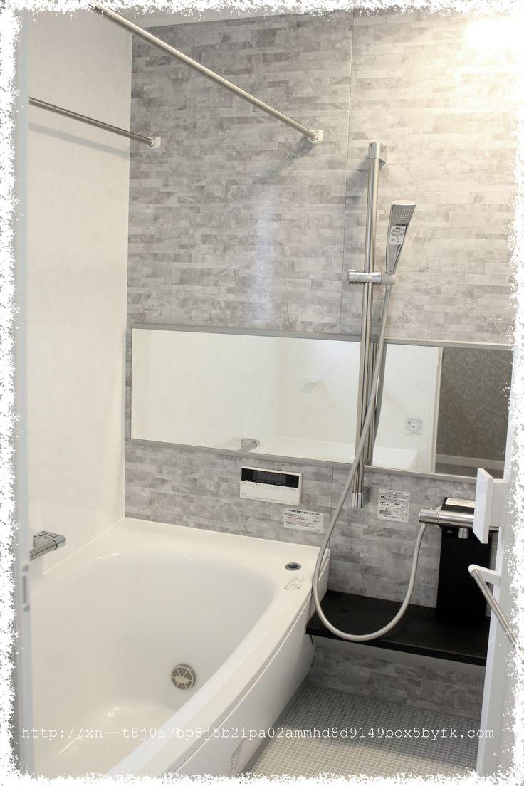 忘れていたweb内覧会 お風呂ですー 入居前にも紹介していますが Totoのお風呂です お風呂に置くものはすべてモノトーンで揃えています 人 お風呂のアクセント壁パネルもグレーなので良い感じにまとまりました 風呂 パネル リクシル お風呂