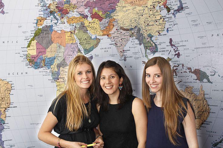 """Dentalink apuesta por las #mujeres en tecnología para su equipo de trabajo Les presentamos a las """" Fans #Tech """" de nuestro equipo Dentalink. De Derecha a Izquierda. Daniela Poblete - Consultora de Soporte , Javiera Modaca - Consultora de Implementacion, Maria Fernanda Lesmes - Gerente de Marketing LEE MAS http://blog.dentalink.cl/?p=324"""