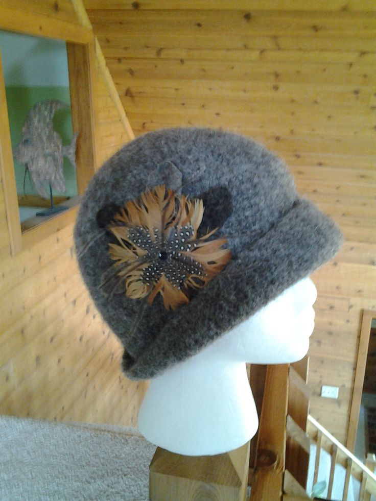 I love Downton Abbey so had to knit a wool cloche to share.