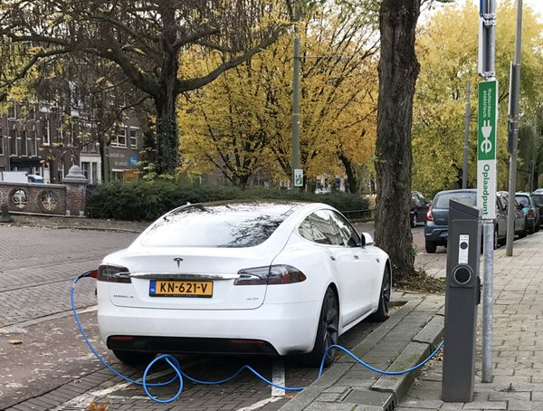 CAR DEALERS ROTTERDAM AREA If you're looking to buy a new or used car like this Tesla being powered up in Rotterdam, find dealerships in the area, including Schiedam, Dordrecht and Capelle aan den Ijssel listed here... https://www.angloinfo.com/south-holland/directory/south-holland-car-dealers-rotterdam-metro-area-782