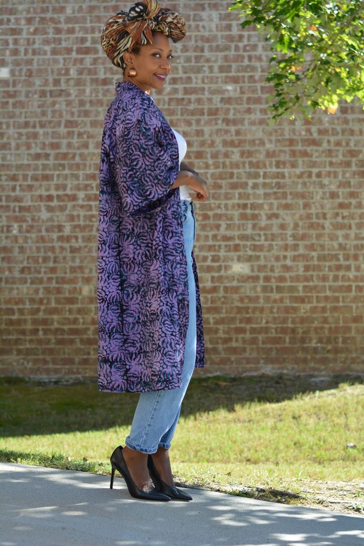 Quick and easy diy fall kimono coat. No pattern required and a super simple sewing project to make in your favorite fabric. It's perfect in cooler months and roomy enough to layer. Breezy in warmer months. Make a great beach coverup or belt it closed to worn as a dress or coat | Thriftanista in the City #StickItToLint ad