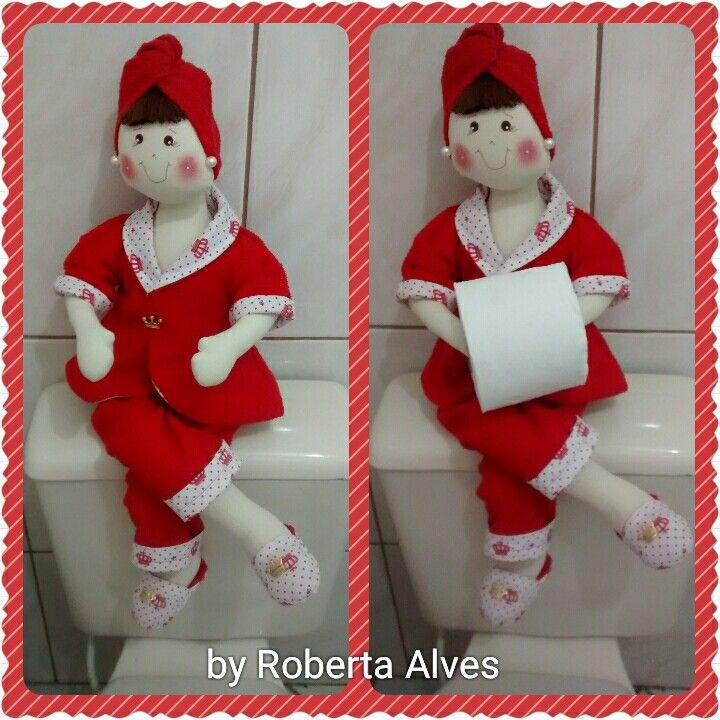 Boneca porta papel higiênico.