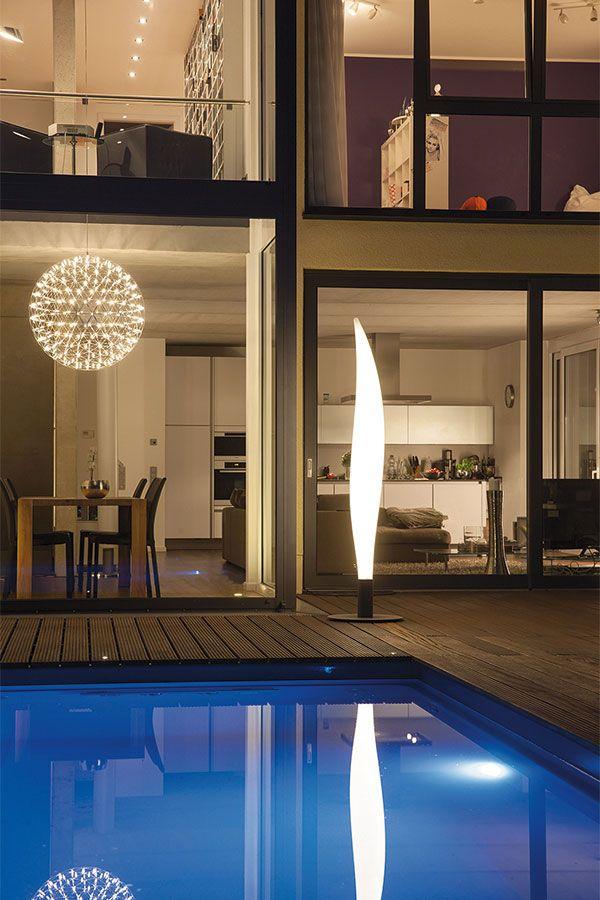 Die Lichtsäule LENS besteht aus UV-, frost- und wetterbeständigem ...