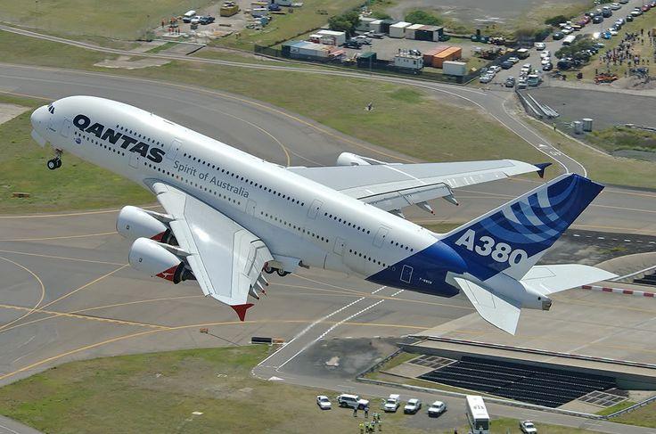 """Qantas Airbus A380-842 in hybrid """"Qantas/Airbus House"""" livery"""