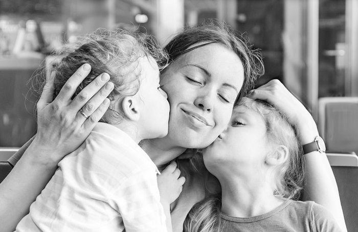 Ser una buena madre no es tan duro como se ha hecho pensar. De hecho, son las cosas simples las que realmente importan. Revisa estos 8 signos de que vas bien