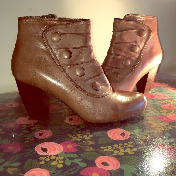 Miz Mooz brown leather bootie Adorable Miz Mooz bootie. Side zipper. Cute button design on the outside. Perfect for over a pair of skinny jeans or under a long skirt. Previous loved, but in great shape. Non smoking home. Minimal to no scuffing. Miz Mooz Shoes Ankle Boots & Booties