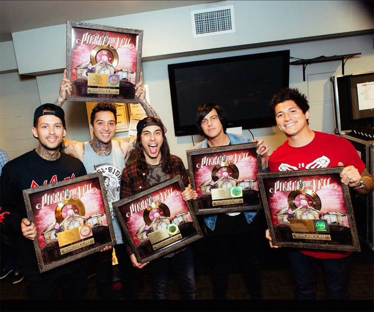 King For A Day went gold and Kellin didn't feel very included. . .