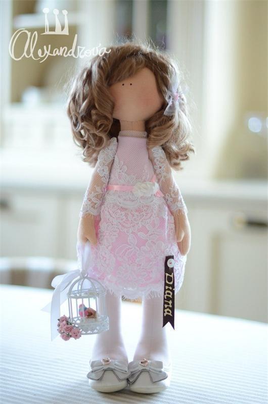 Авторская кукла Татьяны Александровой: DIANAОригинальная идея принадлежит Татьяне Коннэ. Рост куклы 42см., тело выполнено из кукольного трикотажа, наполнитель — холлофайбер, волосы - синтетический к...