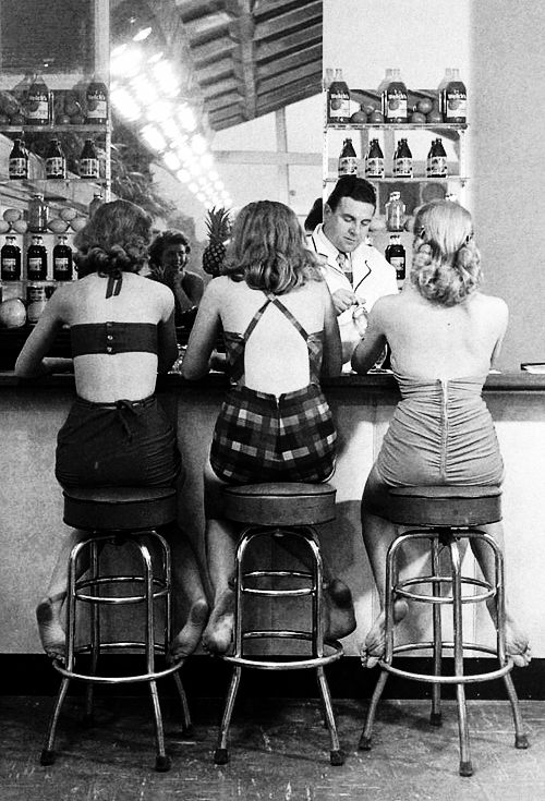 Senator Hotel, Atlantic City, 1948. Photographed by Nina Leen. Even back then modesty was out the door!