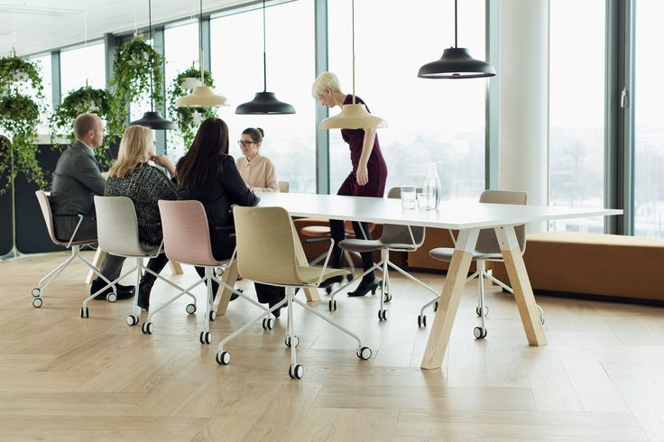 Sola universal chair with castors is suitable for short term meetings as well as for drop-in workstations. There are several upholstery options, including non-upholstered version.