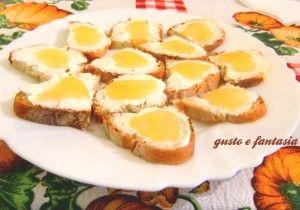 crostini con philadelphia e miele
