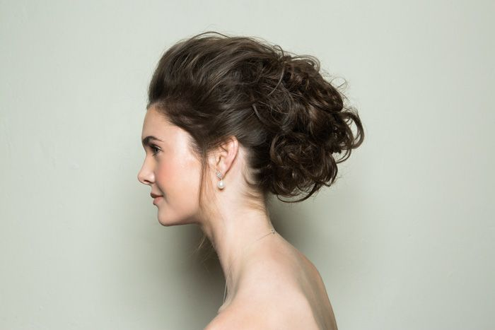 36 Messy Wedding Hair Updos: Bridal Hairstyle Step By Step: Glam Textured Messy Bun