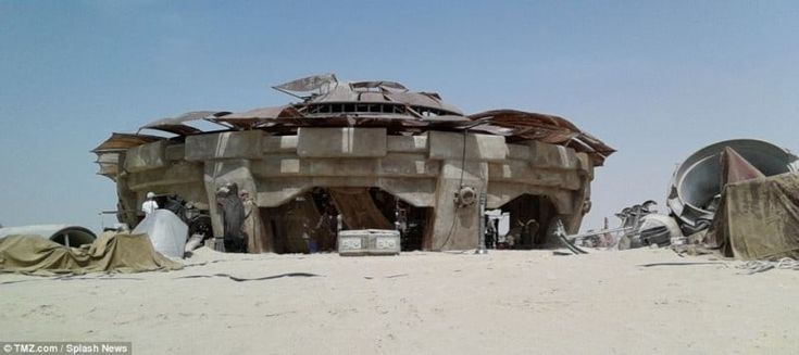 Leaked Photos From the Set of New Star Wars Movie