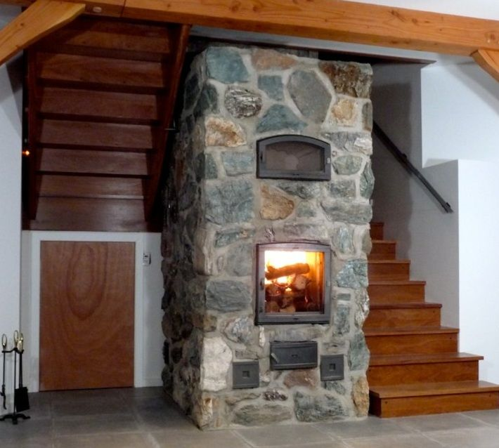 20 Magical And Crafty Ways To Decorate An Indoor Staircase: Masonry Heater With Oven