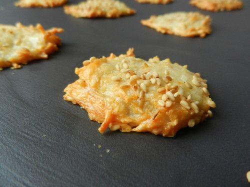 Ingrédients:  100g d'emmenthal  50g de farine  2 blancs d'oeufs  poivre  (facultatif: j'ai simplement ajouté un peu de sésame)    Préchauffez votre four à 200°C (th.6/7).