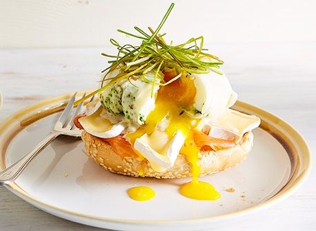 Smoked salmon & Brie eggs Benedict Recipe