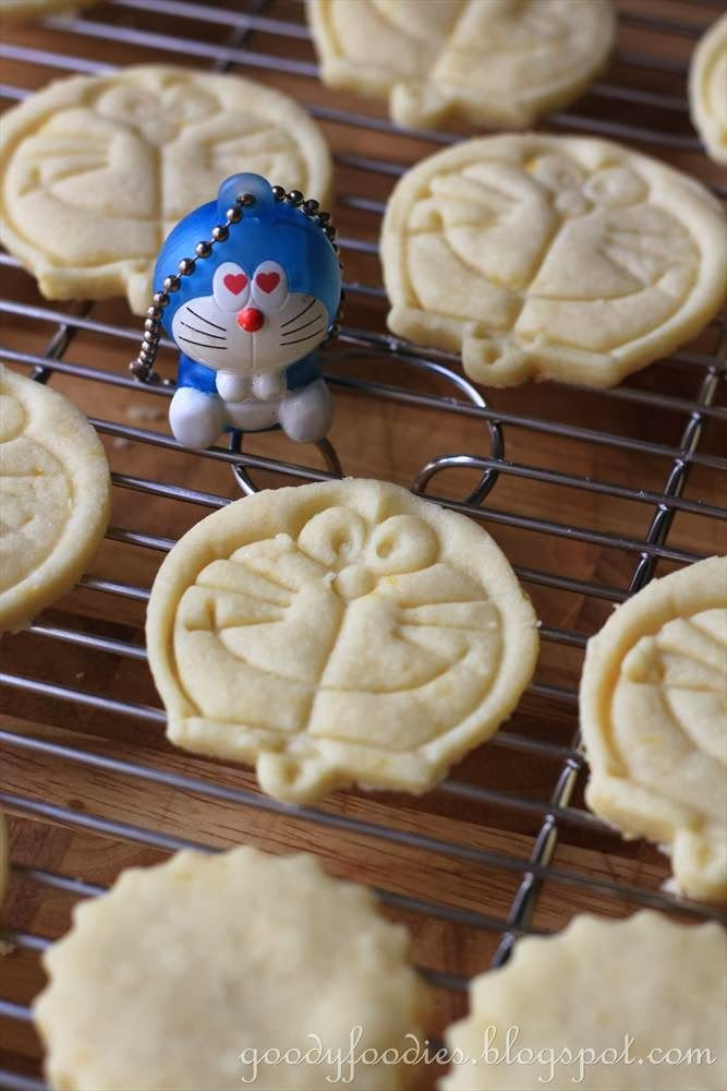Eat Your Heart Out: Recipe: Doraemon Lemon Shortbread ------------ Tips on making stamped cookies: http://fredandfriends.com/blog/view/cookies