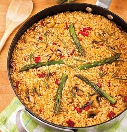 Arroz con champiñones, pimientos rojos y espárragos/Rice with mushrooms, red peppers and asparagus (vegetable paella)