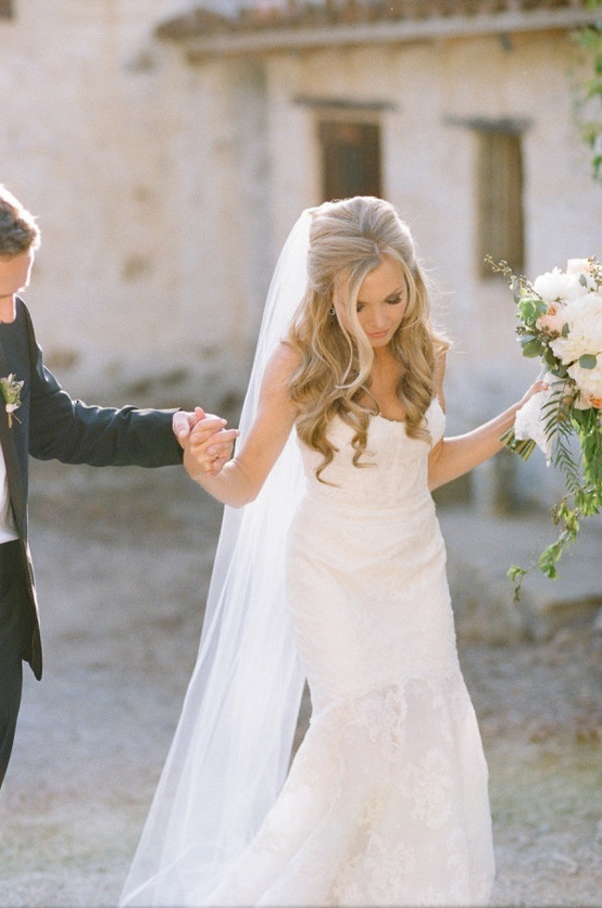 #JewishWedding Ideas Beautiful bride hair. I also love  her veil!