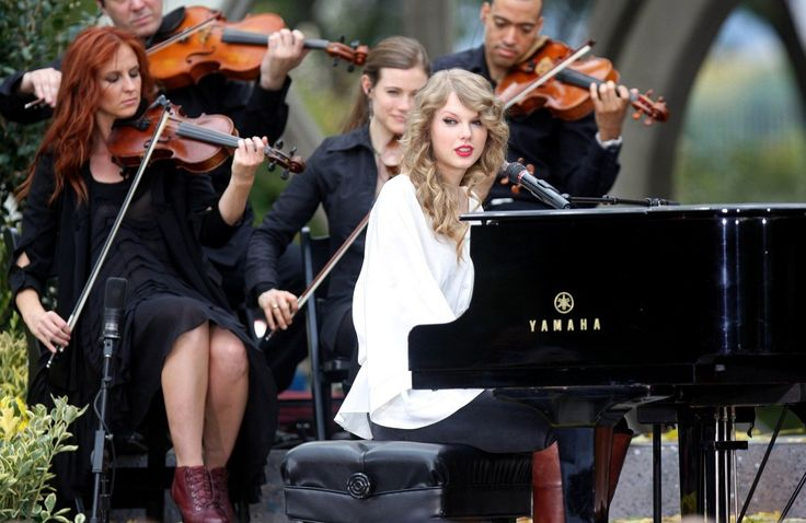 "Taylor Swift Photos Photos - Taylor Swift performs with a piano in Central Park to promote her latest album, ""Speak Now."". - Taylor Swift Performs with a Piano in Central Park"