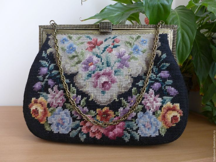 Купить Большая винтажная сумка с вышивкой Petit Point на цепочке 1950 – х гг.