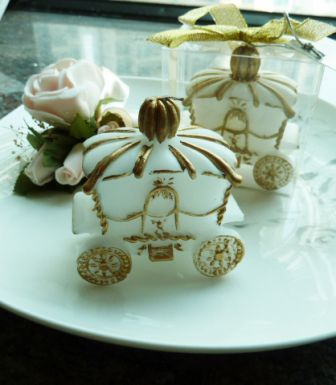 gold carriage candles wedding favors, gold carriage candles bomboniere