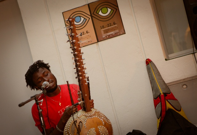 Guinean musician Sekou Kouyate plays the kora, ancient instrument from West Africa, at the opening evening of the Festival of Migrant film taking place in Ljubljana, Slovenia between 18 and 22 June to mark World Refugee Day. © K. Brezočnik