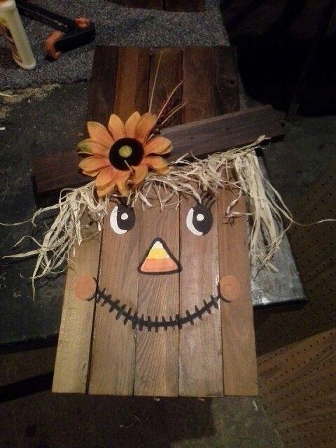 Wooden scarecrow face diy