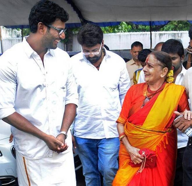In Nadigar Sangam meeting actress Kanchana & Sheela honoured with Life time achievement award! #KollywoodUpdates #ChennaiUngalKaiyil.