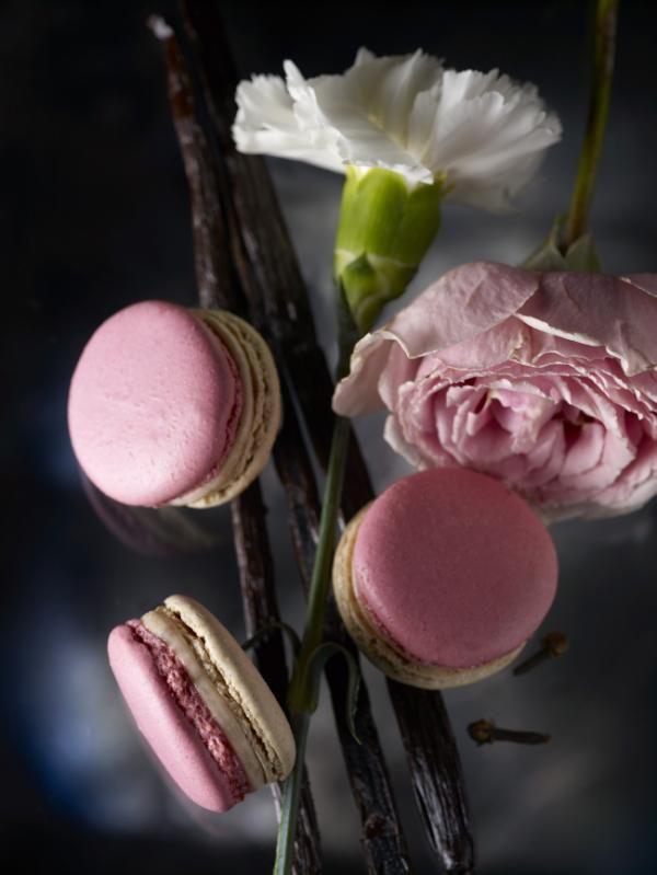 Pierre Herme rose,vanilla macarons