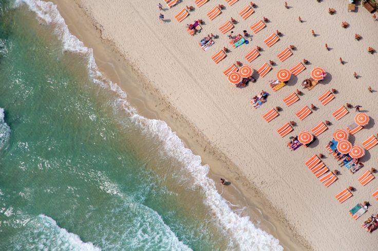 A la plage - photo Gray MalinPhotographers, Beach Photos, Graymalin, At The Beach, Saint Tropez, Beach Photography, Gray Malin, Beach, Beach Life
