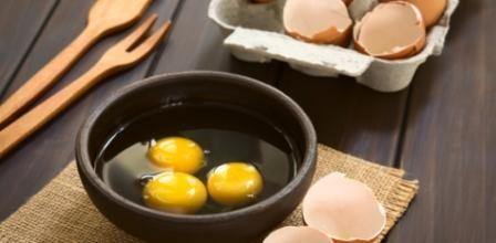 Vejce jsou zdravou potravinou vzhledem k jejich pozitivní účinky na Vaše tělo, byste je určitě neměli vylučovat z Vašeho jídelníčku. Vajíčka jsou v každém případě plnohodnotná potravina.