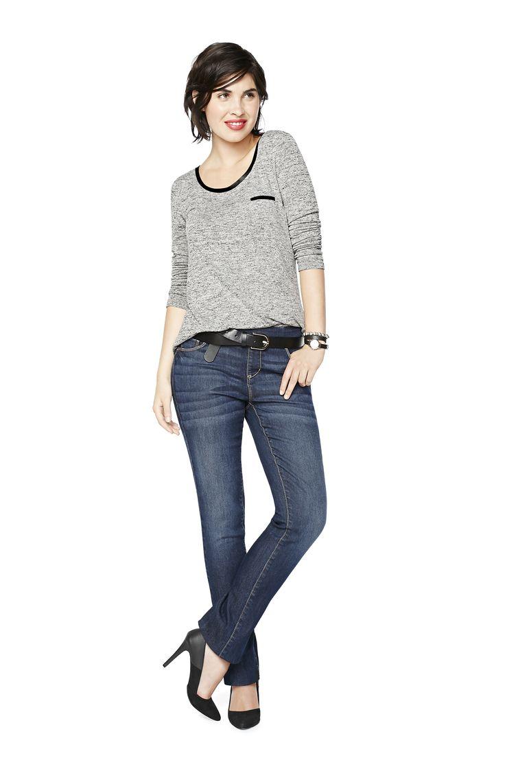 Droite: Bienvenue dans ta nouvelle relation fusionnelle. Avec sa coupe classique qui va avec tout, ce jeans a le potentiel de devenir ton uniforme, ta seconde peau. Tu peux même dormir avec (ce n'est pas nous qui allons te juger).