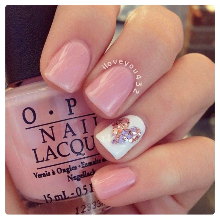 Cute nail design! Sparkles