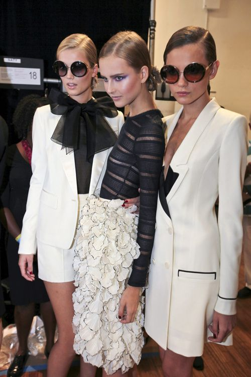 White blazers are tres chic!: Chanel, Skirts, White Fashion, Black And White, Jason Wu, White Outfits, Black White, Bows, Jasonwu