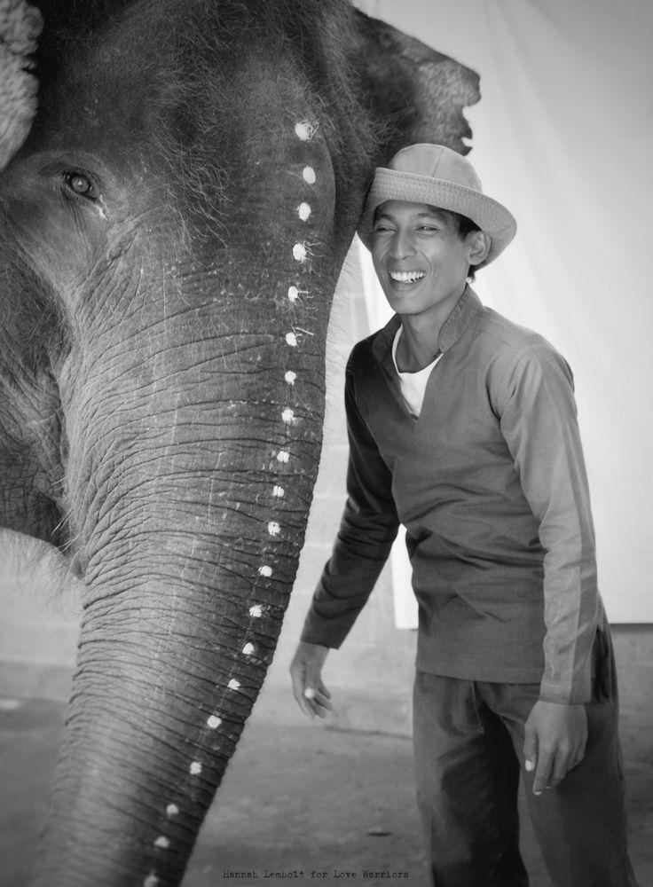 ©HannahLemholtElephantGuardian01   Adële, the elephant with her guardian.  Love Warriors.