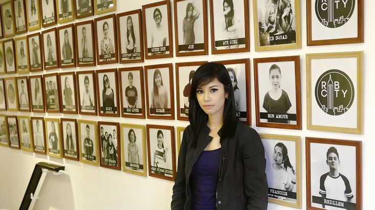 Woman, Wall, Photo Frame, Photos, Woman Portrait