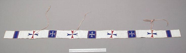 Бисерная полоса для одеяла, предположительно Южные Шайены. Оклахома. Размеры 59 3/4 х 3 3/4 дюйма. Дата поступления 1953. NMNH.