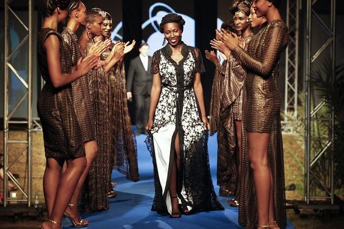 Afrika Moda Haftası 2012 Dakar'da yapıldı...sağlı sollu beğeni vardim.....Tasarımcı Adama Ndiaye #fashion #moda #dress pic.twitter.com/NI8cstb5 #model #manken #fashion #girl #moda #dress #style #vogue #elbise #alisveris #shopping #photography #sexy