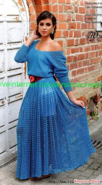 Голубое платье с длинными рукавами крючком