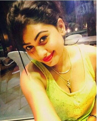 Srilankan beauty hot and sexy unseen actress model piumi hansamali cute big and deep cleavage boobs show selfies goes viral in which she is ...