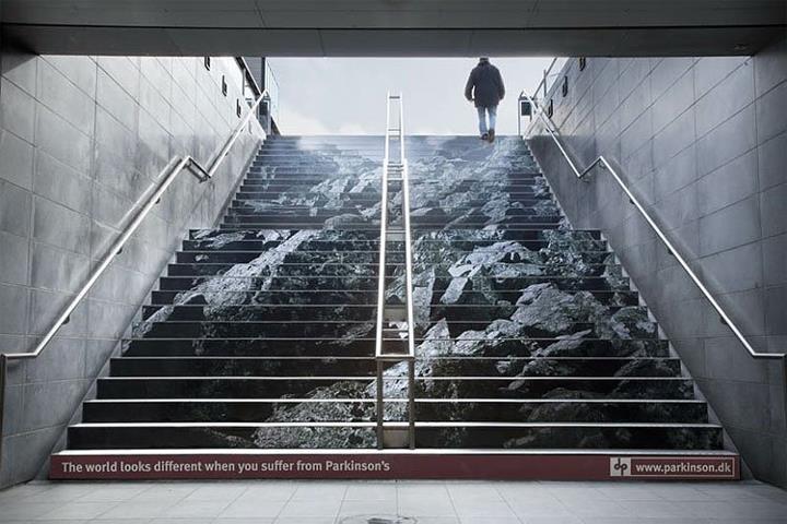 Kiedy każdy wysiłek staje się prawdziwą walką. Kampania ambientowa na rzecz wsparcia osób z chorobą Parkinsona. Dania.