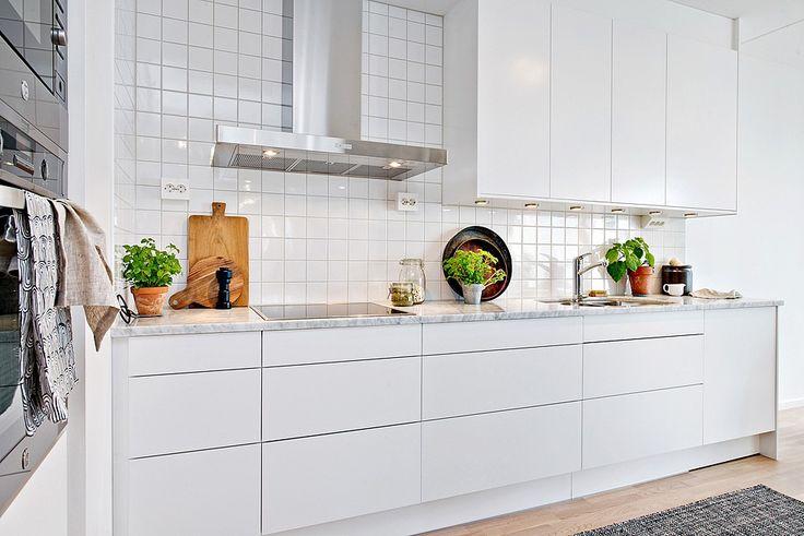 Simple white kitchen, marble, hardwood floor