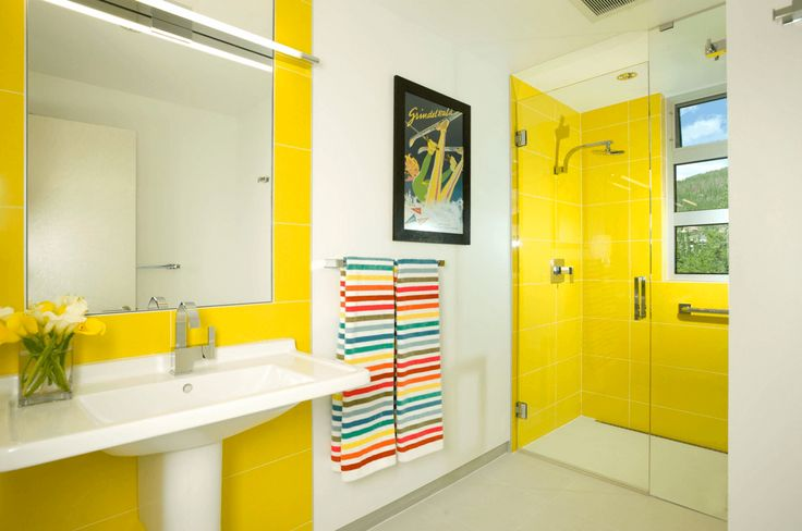10 Ways to Add Color Into Your Bathroom Design   6. Use Colorful Towels