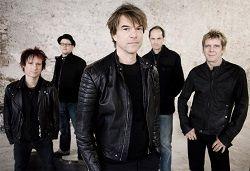 Культовая немецкая рок-группа Die Toten Hosen объявила о выпуске 5 мая своего нового студийного альбома «Laune der Natur». 7 апреля состоится премьера первого сингла «Unter den Wolken». Группа комментирует события последних лет и впечатления, повлиявшие на новый альбом: «Никто из на�