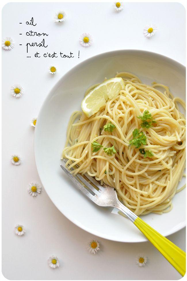レモン、オイル、チーズ、塩コショウ。たったこれだけのシンプルなパスタ「レモンパスタ」をご存じですか?レモンの本場でもある、イタリア・アマルフィ地方が発祥と言われている「pasta al limone(レモンパスタ)」。実は、簡単に作れてとってもおいしいと噂なんです!シンプルだからこそ素材が生きるレモンパスタ。さわやかな風味は、春に向けあたたかくなるこれからの季節にもぴったりです!ぜひおうちでも作ってみましょう♪