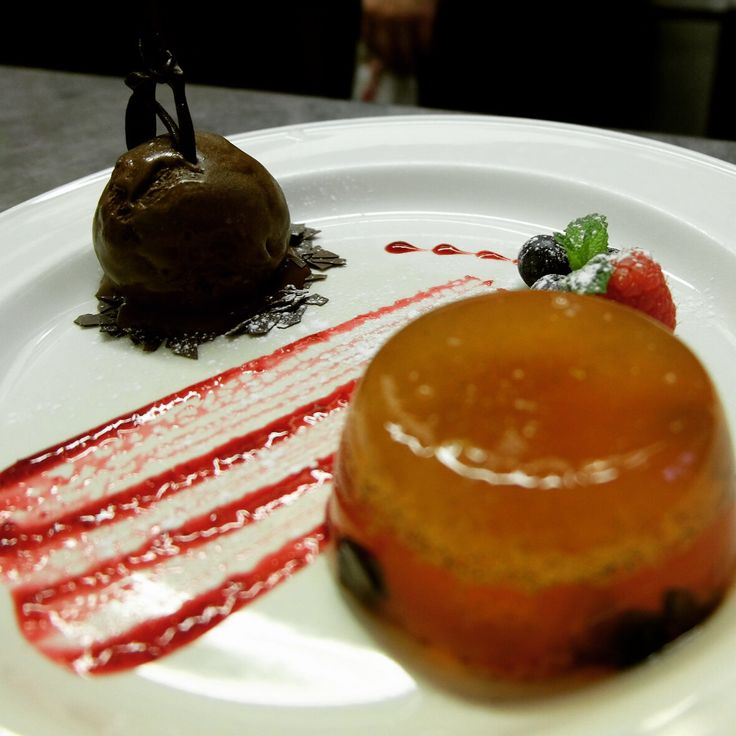Bellini in gelatina Prosecco and mixed berry jelly with dark chocolate sorbet