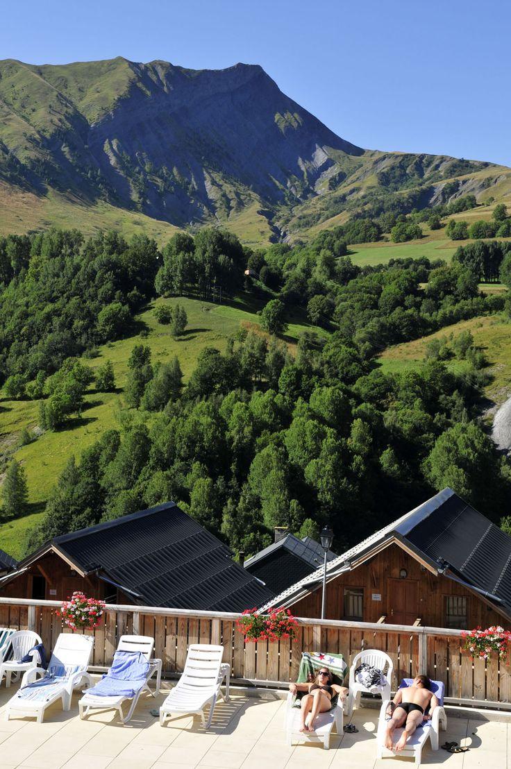 Panorama en été de la résidence les Ecourts.