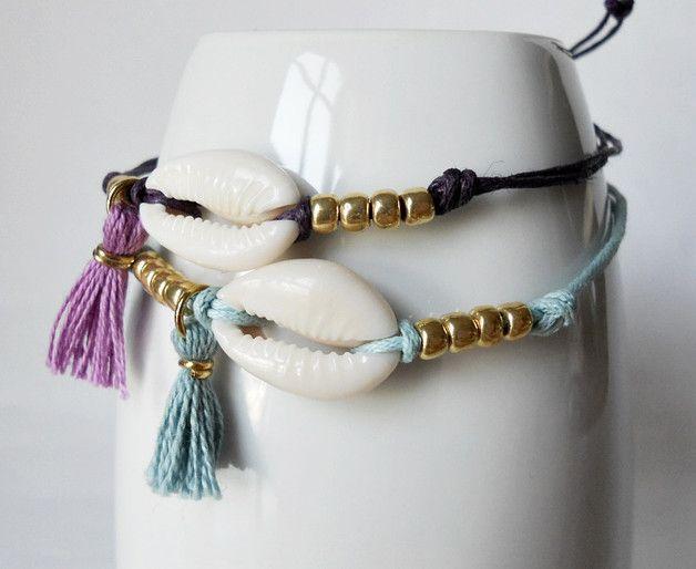 """Beaux bracelets avec coquillage, perles de verre doré et peu panicule. Il correspond à la taille de votre poignet avec un nœud coulant.  ** """"Couleur"""" vous pouvez choisir: · Orange · Rose ·..."""